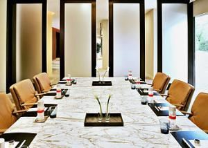Solana Boardroom, Dallas/Fort Worth Marriott Solana, Roanoke — Few meeting rooms exude the luxury and executive space featured in our premier Solana Boardroom. This deluxe meeting room offers its own entrance foyer and overlooks the beautiful outdoor terrace and reflecting pools.