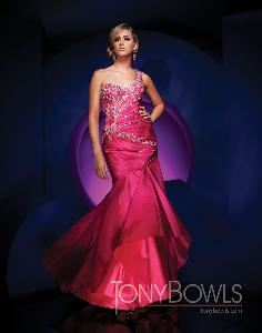Palace Boutique, Huntingdon Valley — We sell designer dresses by Party Time Formals, Sherri Hill, Tony Bowls, Mac Duggal, Studio 17, Hannah S, Tiffany, Bonny, Montage, Social Occasions, Cameron Blake, La Belle, Ivone D and more. All alterations are done in our store and we ship nation wide FREE.