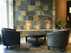 Boardroom, Mountain Zen :: Silver Creek Lodge, Canmore — Lobby