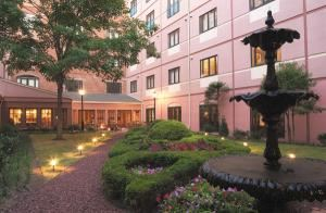 Inn at Henderson's Wharf, Baltimore — Waterfront tranquility: At the edge of Fell's Point, directly on the water - the Inn at Henderson's Wharf is a tranquil waterfront retreat just waiting to help make your day everything you want it to be. 