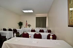 Heritage, BEST WESTERN PLUS Heritage Inn, Rancho Cucamonga — Heritage room is perfect for small meetings.
