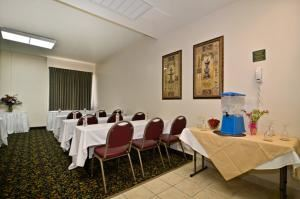 Heritage2, BEST WESTERN PLUS Heritage Inn, Rancho Cucamonga — Heritage room is perfect for classroom style meetings up to 15 people or boardroom style meetings up to 12 people.