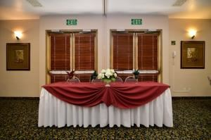 Virginia Dare2, BEST WESTERN PLUS Heritage Inn, Rancho Cucamonga — Our experienced Sales team can assist you in creating a lovely and memorable event.