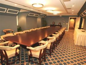 Rhoden Boardroom, The Thompson Center at UNO, Omaha — Rhoden Boardroom