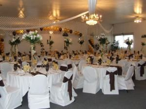 Briarwood Wedding Chapel & Banquet Facility, Reynoldsburg — The Banquet Hall has an elegant atmosphere with banquet seating for 170. We provide you linen tablecloths, china, silverware and glassware as part of our full service packages.