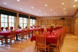 Dining room, Burnt Pine Weddings and Special Events, Newborn — The main lodge dining room seats 50, and up to 70 utilizing the deck. Choices of menus from buffets to seated/plated five course meals are available.