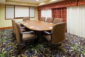 Boardroom, Holiday Inn Express & Suites St. Paul Ne (Vadnais Heights), Minneapolis — Corporate Boardroom