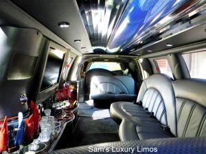Sam's Luxury Limos, Palatine — Sam's Luxury Limos has been providing superior Airport Car Service and Special Event Limousines to the Chicago area for over 15 years.   We take great pride in employing chauffeurs who set the industry standard for professional  proficiency and reliable service.  Our fleet  is always clean, up to date and constantly changing to provide you our valued customers new dependable equipment.