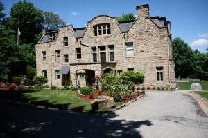 The Mansion at Maple Heights, Pittsburgh