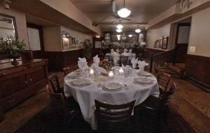 Bar Room, Maggiano's Little Italy - Grand, Chicago — Bar Room