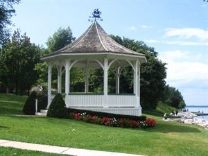Niagara Wedding Ceremonies at the Location You Chose, Weddings and More Honeymoon Capital Niagara, Niagara Falls — The gazebo in Queens' Park, overlooking the Niagara River and Lake Ontario, Niagara on the Lake.