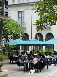 Cafe Laniakea, Laniakea YWCA, Honolulu — The courtyard of Café Laniakea is an ideal unhurried, unfettered spot to sit a spell and browse the daily news or,