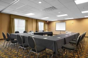 Meeting Room, Days Inn And Suites Strathmore, Strathmore