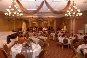 Simple & Elegant Wedding Package, Sleep Inn and Suites Conference Center, Eau Claire