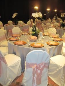 Event Packages, Critic's Choice Catering & Event Production, Redondo Beach — Using our complimentary Gold Chargers which we provide as an option for your reception