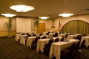 Small Corporate  Meetng Package, Clarion Hotel & Conference Center Modesto, Modesto — Classroom Style Meeting