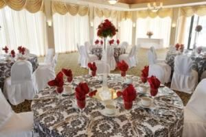 The Palm Room, Fredericksburg Hospitality House & Conference Center, Fredericksburg — Banquet Set for a Wedding