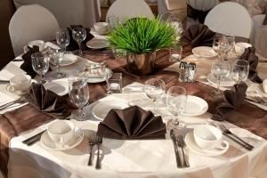 Whidbey, Best Western Plus Executive Inn, Seattle — Beautiful table setting