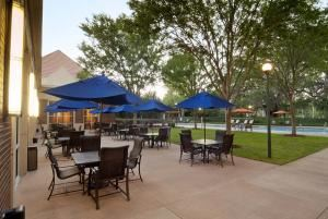 Gold Wedding Package, Hilton UF Conference Center, Gainesville — Restaurant Patio