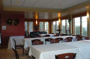 Overlook Grill, Mount Vernon Country Club, Golden