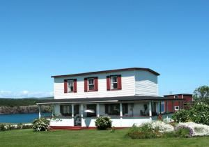 Salty Seas Cottages, Ochre Pit Cove — Planchen Cottage