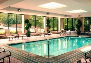 Poolside, Courtyard By Marriott Shelton, Shelton