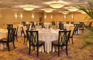 - Eisenhower Ballroom, Holiday Inn Alexandria Eisenhower Avenue, Alexandria — Exhibit space (Ballroom) 3312 sq. ft. Width: 48 ft. Length: 69 ft. Height: 10 ft. Width of doors: 6 ft. Number of doors: 6. Number of sections: 4. Reception capacity: 400. Theater capacity: 368. Classroom: 138. Banquet capacity 200.