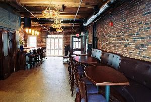 Side Room, Jose McIntyre's, Boston — This room now has Pool table and a shuffleboard table
