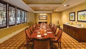 Magnolia Room, Embassy Suites Tampa - USF/Near Busch Gardens, Tampa
