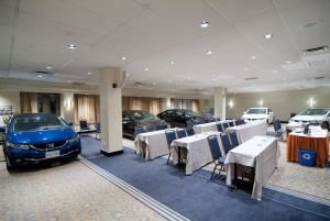 Salon La Tour, Sheraton Montreal Airport Hotel, Dorval — Perfect setting for automobile exhibitions and trainings
