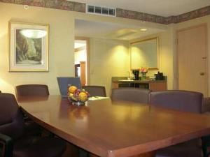 Kansas Board Room, Embassy Suites Kansas City - International Airport, Kansas City