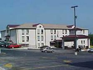 Holiday Inn Express Osage Bch - Lake of the Ozarks