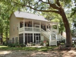 Southerly Bed And Breakfast, Hollywood — Southerly Bed and Breakfast, on Yonges Island sits on 6 beautiful acres, overlooking Toogoodoo Creek. Moss covered oaks, azaleas, and traditional Southern landscaping please the eye and feed the Spirit. The sound of morning doves may greet you as you rise, and Spring Peepers and the Whipporwill lull you to sleep at night. An afternoon on the porch sipping sweet tea might bring both dolphins and hummingbirds, as you lazily watch a young boy fish down on the dock. Lovers enjoy a private moment along the shore at sunset. You deserve the Old South Charm that Southerly Bed and Breakfast provides!