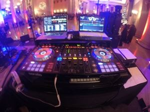 CLIK ENTERTAINMENT - The Professional DJ & Event Company