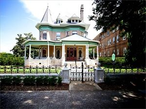 Hassinger Daniels Mansion Bed and Breakfast