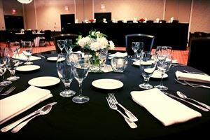 Hilton Cincinnati Airport, Florence — Our Grand Ballroom will accommodate up to 250 people for a wedding reception, or up to 200 people classroom for a meeting.