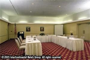 Kensington, Holiday Inn Allentown Center City, Allentown — Meeting rooms conveniently located on hotel's main floor, high speed internet access, motorized projection screens, all AV products available.