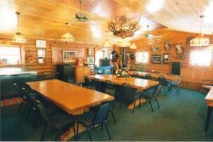 Meeting Package, Turkey Trot Acres Lodge, Candor