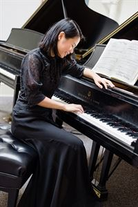 Jannie Lo - classical pianist