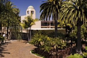 Hyatt Regency Newport Beach, Newport Beach — Hotel exterior through the palm trees