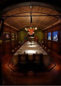 Barrel Room, MoonFish, Orlando — The Barrel Room