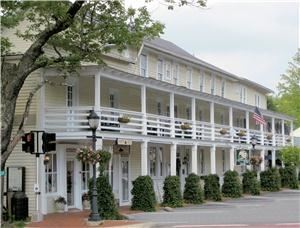 Highlands Inn & Kelsey Restaurant