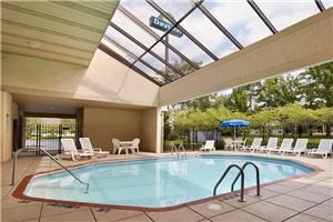 Days Inn Cleveland Airport South, Cleveland — Heated Outdoor Swimming Pool