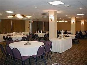 Meeting & Banquet Room, Rodeway Inn & Conference Center, Sioux City — Fully Equppped On-Site Conference Facility for Up to 300 People.