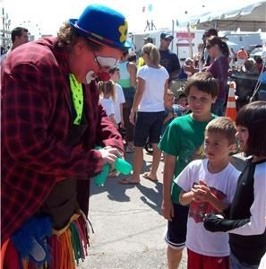 Laughing Jack The Clown, Cape Coral — Laughing Jack making balloons at Italian Fest 2009