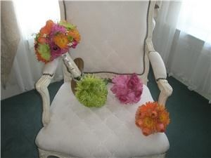 Flowers Forever Design, Englewood  The vibrant, modern bride.