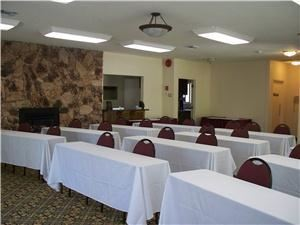 Fireside, Best Western Plus - Sonora Oaks Hotel & Conference Center, Sonora — Fireside comes with a complimentary screen and prep kitchen.