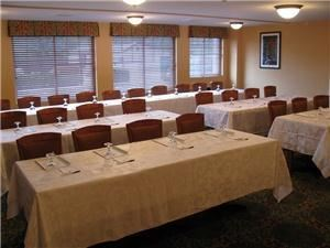 Evergreen Commons, Quality Inn & Suites Maine Evergreen Hotel, Augusta — Evergreen Commons - classroom setup.