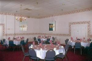 Williamsburg Room, Klemmer's Banquet Center, Milwaukee — Williamsburg Room - Capacity 350