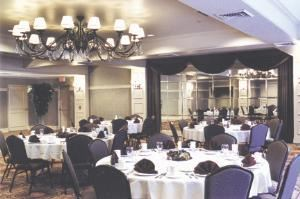 Imperial Ballroom, Four Points Sheraton York, York — Our Imperial Ballroom offers the elegance and charm that can help make your corporate or social event a memorable one. With room to accommodate up to 200 people, it provides comfort and style for larger gatherings.